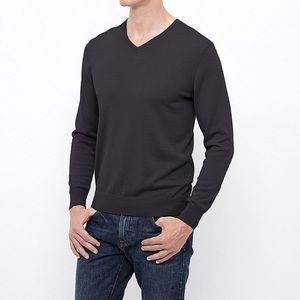 v-neck thin merino wool charcoal grey sweater